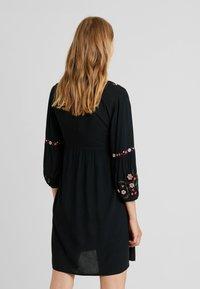 JoJo Maman Bébé - EMBROIDERED DRESS - Denní šaty - black - 2