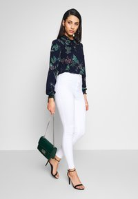 Missguided Tall - VICE HIGHWAISTED - Jeans Skinny Fit - white - 1