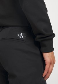 Calvin Klein Jeans - SLIM  - Chinos - black - 4
