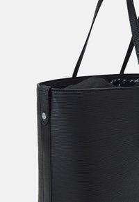 Vivienne Westwood - POLLY TOTE BAG - Velká kabelka - black - 4