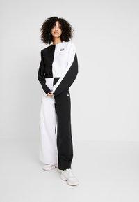 adidas Originals - R.Y.V. CREW LONG SLEEVE PULLOVER - Strikkegenser - black/white - 1