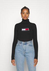 Tommy Jeans - FLAG ROLL NECK - Jumper - black - 0