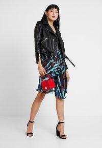 House of Holland - ASYMMETRIC TIE DIE SKIRT - A-line skirt - blue/red/multi - 1