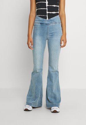 VENICE BEACH - Flared Jeans - spring blue