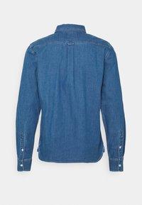 Neuw - WORKWEAR - Shirt - blue denim - 1