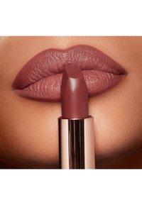 Charlotte Tilbury - MATTE REVOLUTION - Lipstick - pillow talk medium - 3