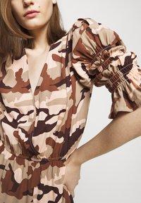 True Religion - Denní šaty - camouflage peach - 4