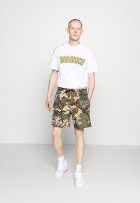 Hoodrich - DRIP - Print T-shirt - white/yellow - 1