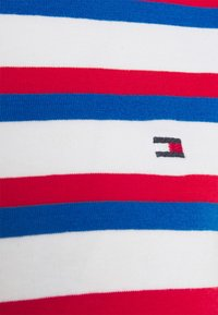 Tommy Hilfiger - COOL SLIM ROUND - Print T-shirt - ombre/ fireworks - 2