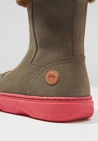 Camper - KIDDO - Winter boots - grey/pink - 2