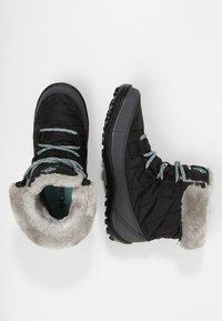 Columbia - YOUTH MINX SHORTY OMNI-HEAT WATERPROOF - Zimní obuv - black/spray - 1