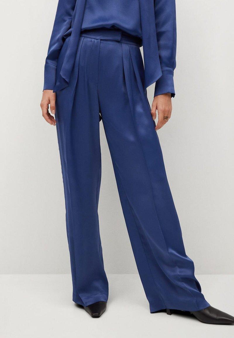 Mango - SATIN - Trousers - bleu marine foncé