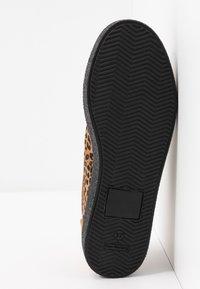 Grand Step Shoes - SASHA - Trainers - brown - 6