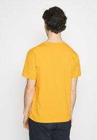 New Balance - ESSENTIALS EMBROIDERED TEE - Basic T-shirt - aspen - 2