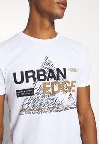 Jack & Jones - JCOBOOSTER TEE CREW NECK - T-Shirt print - white - 4