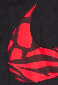 Nike Performance - DRY SHORT PRINT - Träningsshorts - black/university red - 5
