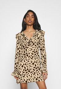 NA-KD - WRAPPED FRILL DRESS - Denní šaty - multi-coloured - 0