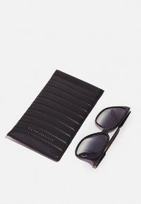 Victoria Beckham - Aurinkolasit - black - 2
