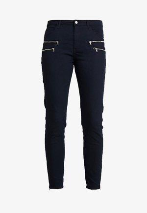 Pantalones - salute