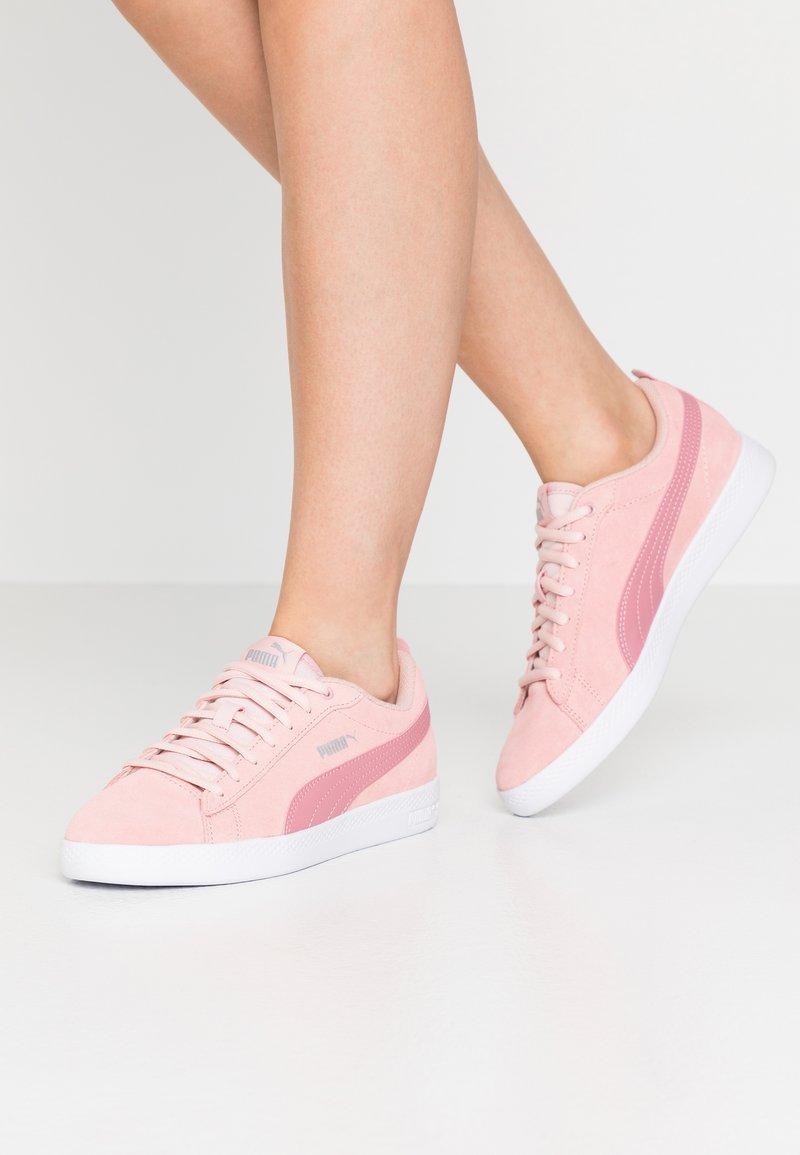 Puma - SMASH - Sneakers basse - peachskin/foxglove/silver/white
