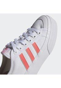 adidas Originals - NIZZA PLATFORM - Baskets basses - ftwwht/sigpnk/ftwwht - 10