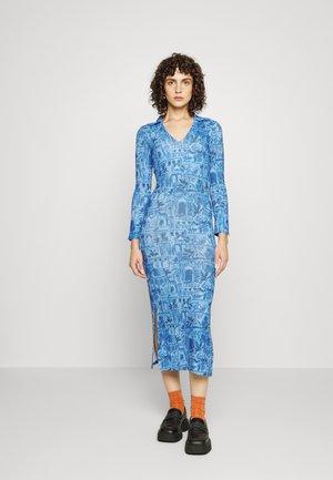 SCENERY DRESS - Jerseyjurk - blue