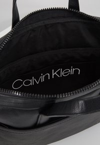 Calvin Klein - DIRECT SLIM LAPTOP BAG - Aktówka - black - 4