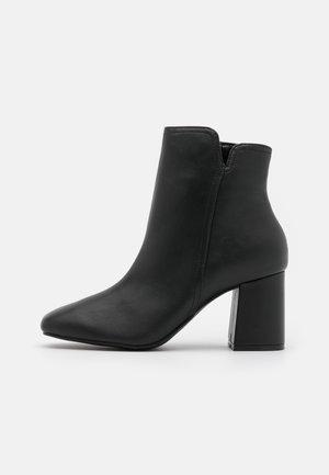 VEGAN ANNALYNNE - Kotníkové boty - black