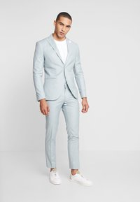 Isaac Dewhirst - WEDDING SUIT - Completo - light green - 0