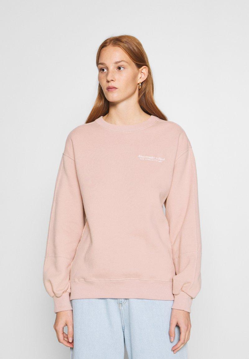 Abercrombie & Fitch - ITALICS SEAMED LOGO CREW - Sweatshirt - pink