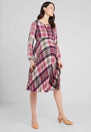 SOLEIL QUADRI - Robe d'été - pink