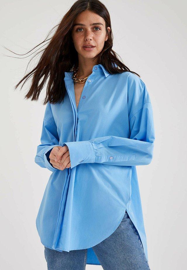 OVERSIZE FIT - Overhemdblouse - blue