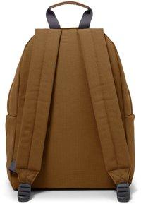 Eastpak - PADDED PAK'R - Mochila - graded brown - 3