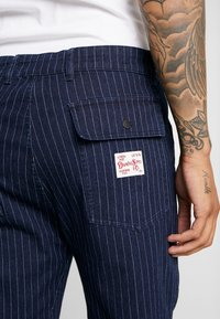 Diamond Supply Co. - WOODLAND STRIPED PANT - Trousers - dark denim - 5