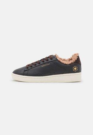 MEGACOURT - Sneakers laag - black