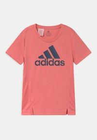 adidas Performance - UNISEX - T-shirt med print - light pink/dark blue - 0