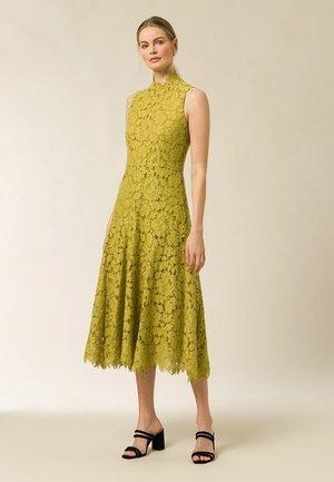 Robe de soirée - mustard yellow