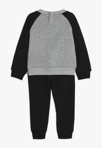 Nike Sportswear - CREW PANT BABY SET - Sudadera - black - 1