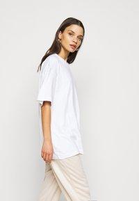 Missguided Petite - 2 PACK - Basic T-shirt - white/mint - 4