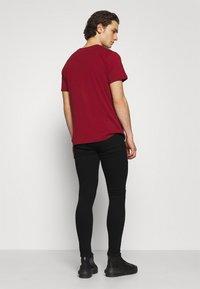 11 DEGREES - DISTRESSED SKINNY FIT - Jeans Skinny Fit - jet black wash - 2
