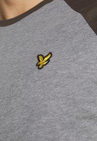 Lyle & Scott - COLOUR BLOCK - T-shirt - bas - mid grey marl - 6