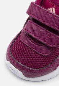 adidas Performance - TENSAUR RUN UNISEX - Obuwie do biegania treningowe - power berry/copper metallic/pink tint - 5