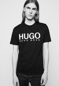 HUGO - DOLIVE - Printtipaita - black - 3