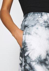 New Look - TIE DYE JOGGER - Tracksuit bottoms - dark grey - 6