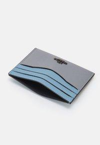 Coach - COLORBLOCK FLAT CARD CASE - Peněženka - granite/azure multi - 2