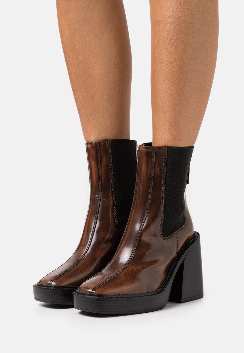 Topshop - HONG KONG CASUAL PLATFORM - Kotníkové boty na platformě - tan