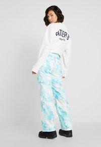 Rojo - ADVENTURE AWAITS PANT - Pantaloni da neve - light blue - 2