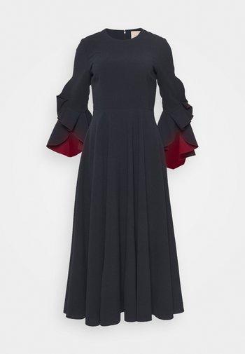 CADEN DRESS - Vestido de cóctel - midnight/sangria