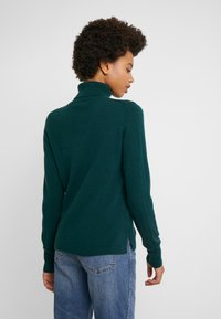 J.CREW - LAYLA TURTLENECK - Sweter - old forest - 2