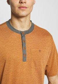 Patagonia - CAP COOL TRAIL BIKE HENLEY - T-shirt print - wood brown - 4